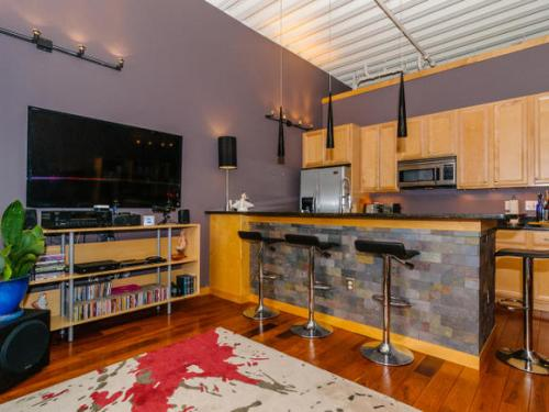 12 S Lexington Ave Unit 403-MLS_Size-006-Living Room-580x436-72dpi