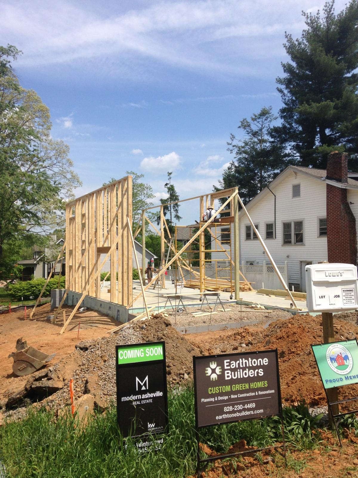 ... Topped By Finished Concrete Floors, Builder Greg McGuffey Sent Us This  Photo Of The Framing Going Up Today On His Latest Modern, Shed Style Home  Under ...