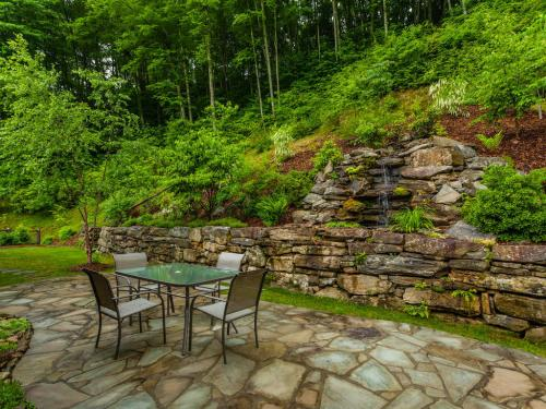 Finely Crafted Zen Mountain-MLS_Size-024-Patio-1024x768-72dpi