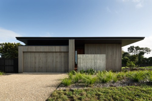 house-under-eaves-mrtn-architects-1-600x400